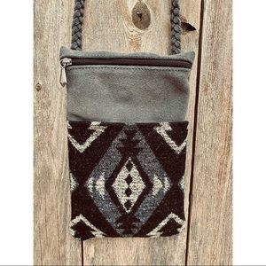 MANITOBAH MUKLUKS leather&wool pouch purse